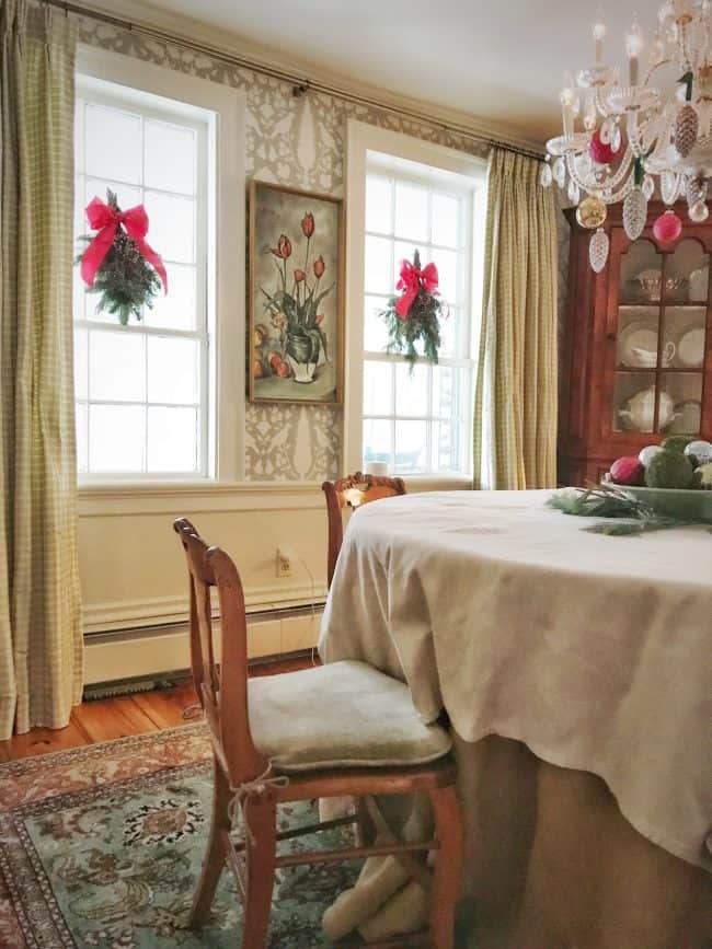 Help Me Decide: Should I Go Faux with My Christmas Greenery & Garlands?